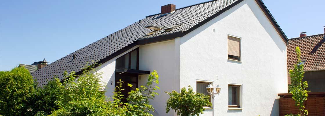 Pension Buende - Aussenansicht des Hauses 1 von der Strasse (Sliderimage)