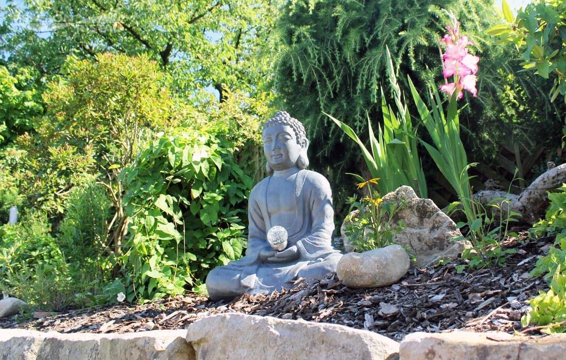 Pension Bünde - Ansicht eines Gartenteiles